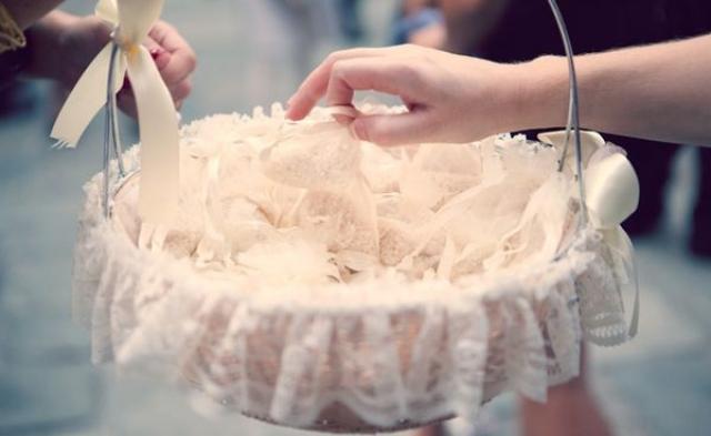 Γιατί Πετάμε Ρύζι στον Γάμο;